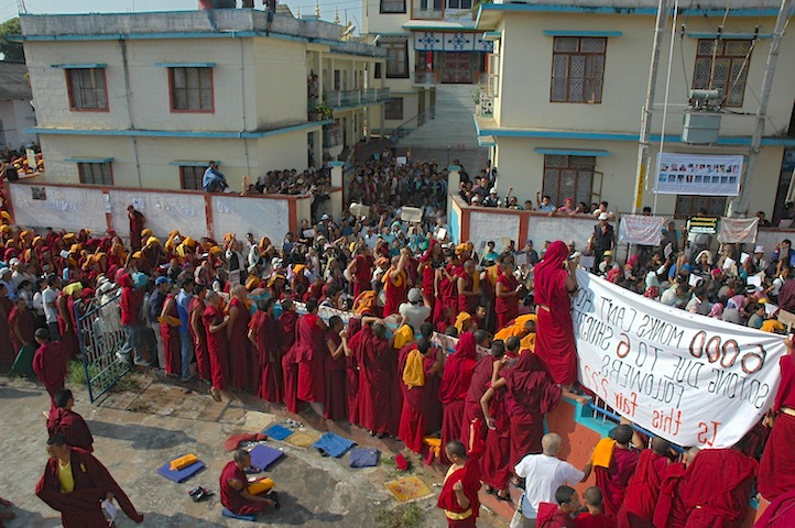 Monks in South India demand the departure of Shugden practitioners from their monasteries.