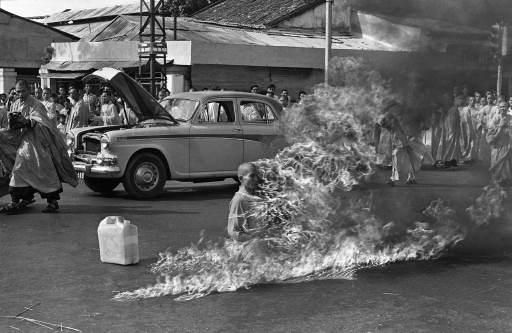 Thích Quảng Đức in the full photo of his self-immolation, during which he remained perfectly still. It was a Pulitzer Prize-winning photograph by Malcolm Browne.