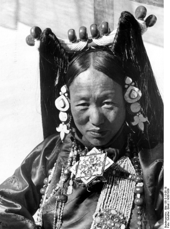 Plate 01: Lhasa. Mrs. Phünkhang wearing the patruk, headdress of the women of Central Tibet.