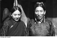 Gyantse. Dzongpön Coktray and his wife Namgyal Tshedrön.